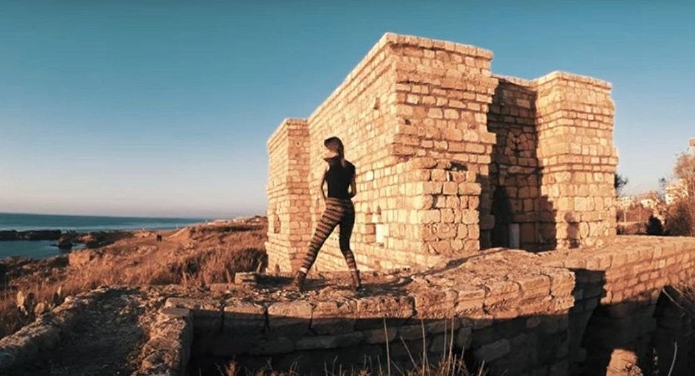 الشباب السوري يرقص على أنغام زوال الحرب