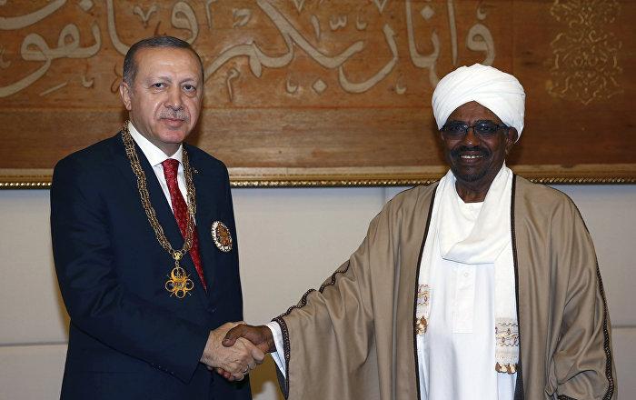 البشير يهنئ أردوغان بفوزه في الانتخابات