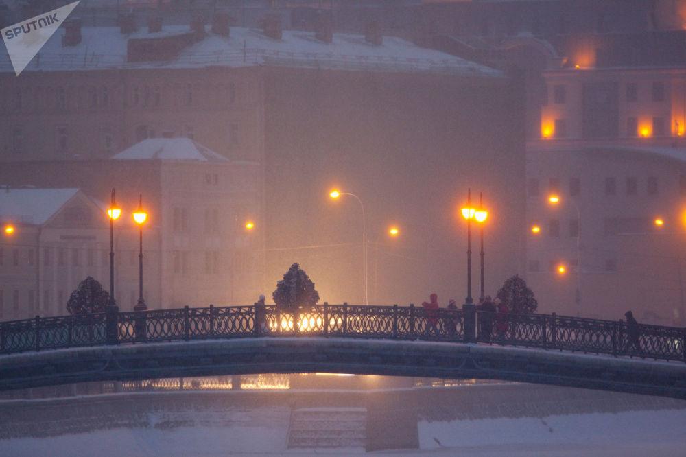 جسر لوجكوف في موسكو