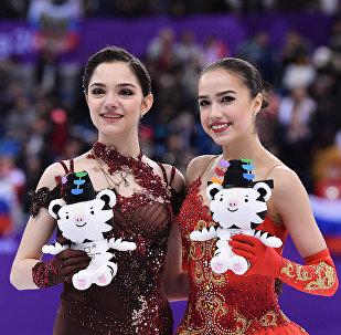 ألينا زاغيتوفا ويفغينيا ميدفيديا