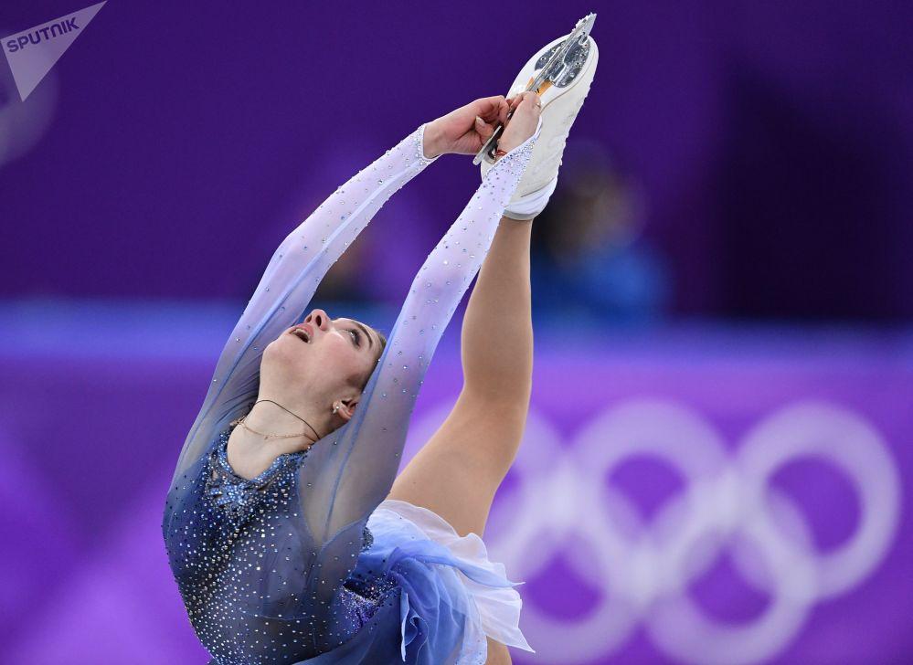 الروسية يفغينيا مدفيديفا - خلال الفقرة القصيرة للتزحلق الفني على الجليد، الألعاب الأولمبية في كوريا الجنوبية 2018
