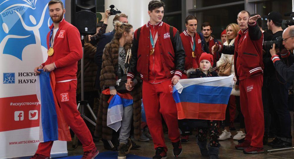 استقبال الرياضيين الأولمبيون الروس من كوريا الجنوبية في مطار شيريميتيفو
