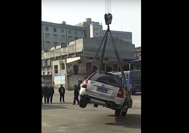 سائق ركن سيارته في مكان مخالف