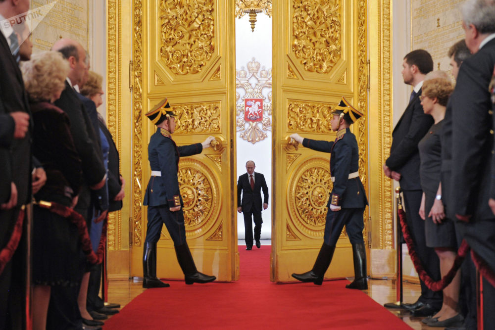 الرئيس فلاديمير بوتين في قاعة ألكسندر في قصر الكرملين الكبير خلال مراسم التنصيب، 7 مايو/ أيار 2012