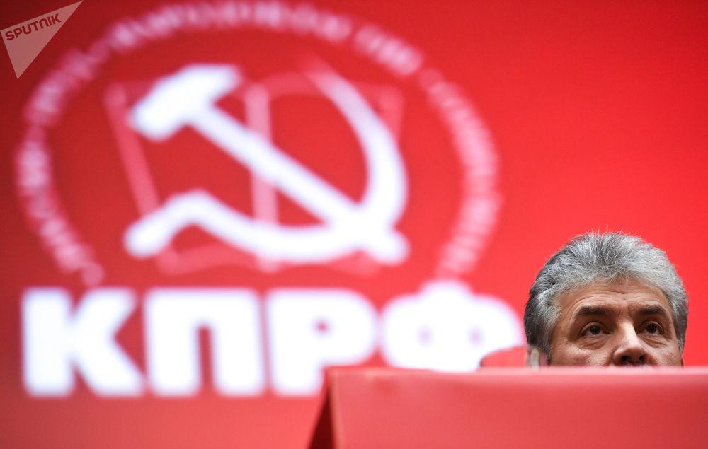 بافيل غرودينين - مدير مزرعة سوفخوز بإسم لينين، خلال الجلسة الـ 17 للحزب الشيوعي، حيث يؤكد ترشحه لانتخابات الرئاسة الروسية لعام 2018