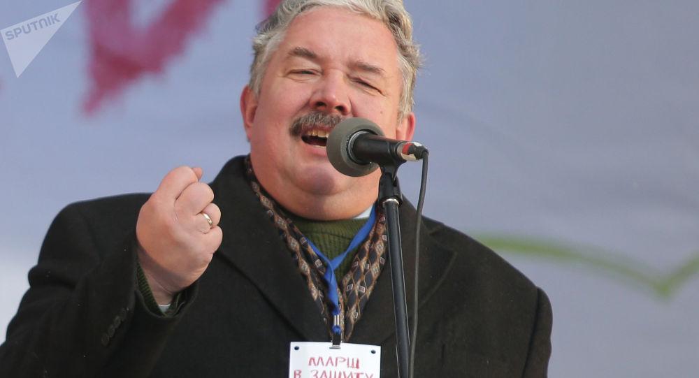 سيرغي بابورين، زعيم الحزب السياسي الوطني المحافظ الاتحاد الشعبي الروسي يلقي خطاب في تظاهرة مكرسة لـ حماية الأطفال في ساحة نوفوبوشكينسكي في موسكو
