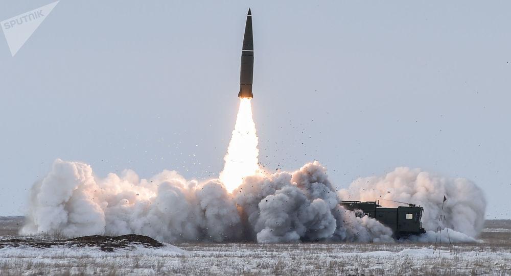 تجربة إطلاق صاروخ من نوع إسكندرِ