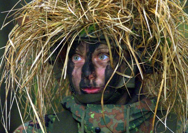 جندية في الجيش الألماني، 2001