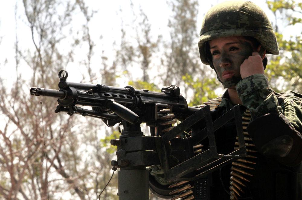 جندية في الجيش المكسيكي، 2012