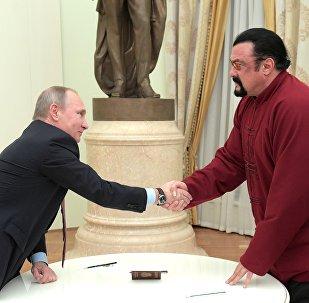 ستيفن سيغال و بوتين
