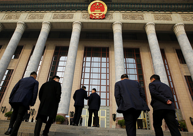 وصول المندوبون إلى الجلسة العامة الرابعة للمجلس الوطني لنواب الشعب في قاعة الشعب الكبرى في بكين 13 مارس/آذار 2018