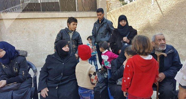 أهالي الدوما، الغوطة الشرقية، المساعدات الإنسانية، حاجز مخيم الوافدين، سوريا