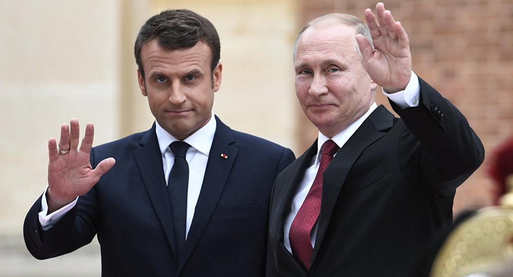 الرئيس الفرنسي إيمانويل ماكرون والرئيس الروسي فلاديمير بوتين في باريس، فرنسا 29 مارس/ آذار 2017