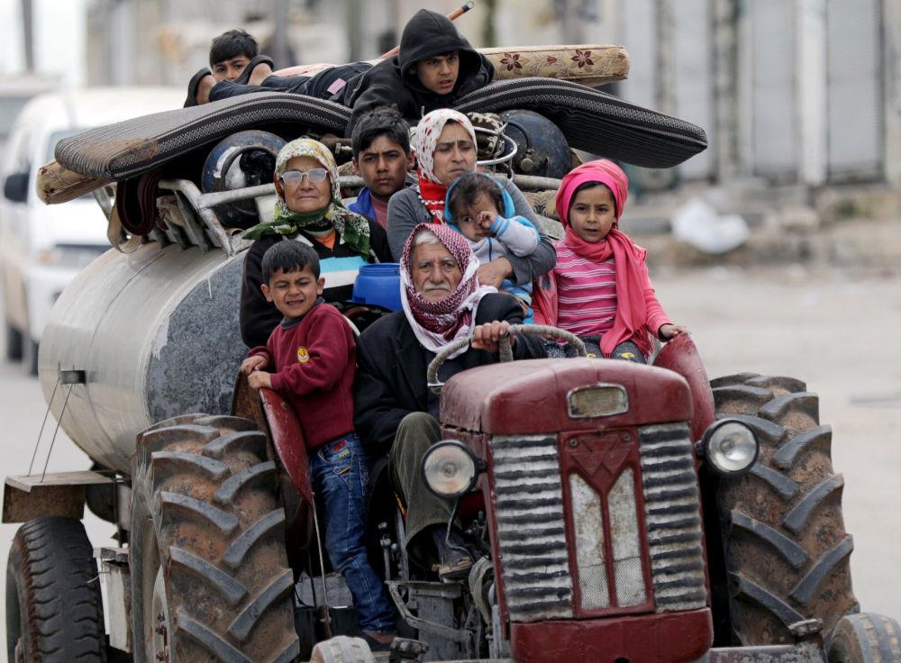 نازحون من قرية خالدية بعد استيلاء قوات الجيش السوري الحر، شرق عفرين، سوريا 10 مارس/ آذار 2018
