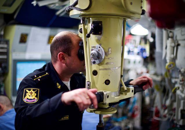 ضابط طاقم غواصة نوفوسيبيرسك (مشروع 636.3) التي تعمل بالطاقة الكهربائية