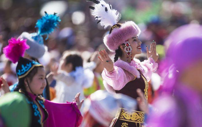 المشاركون في احتفالات بعيد نوروز في بشكيك، قيرغيزستان 21 مارس/ آذار 2018