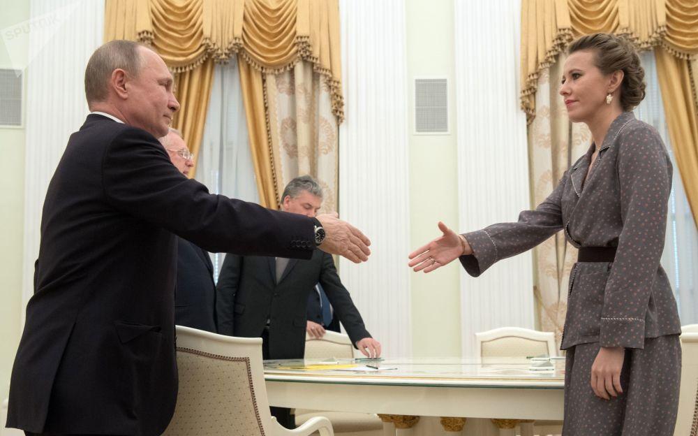الرئيس فلاديمير بوتين والمرشحة لانتخابات الرئاسة الروسية لعام 2018 كسينيا سوبتشياك في الكرملين