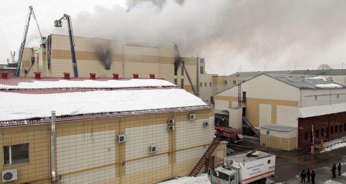 حريق في مركز تسوق كرز الشتاء في كيميروفو