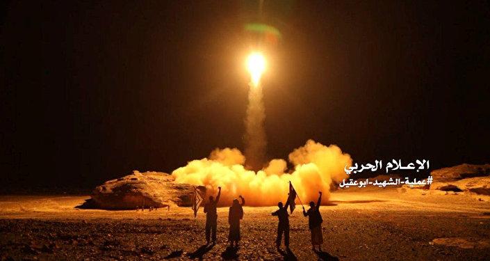 صاروخ باليستي تطلقه أنصار الله في اليمن