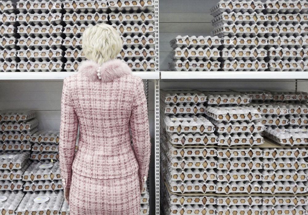 مسابقة أفضل تصوير في روسيا 2017 - صورة ماذا ظهر أولا؟ (البيضة أم الدجاجة؟) للمصورة جينا بيلوكينو