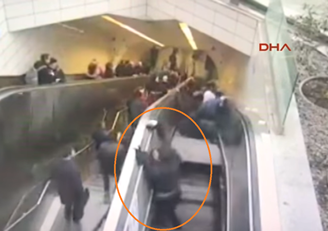 سلم متحرك يبتلع رجلا في تركيا