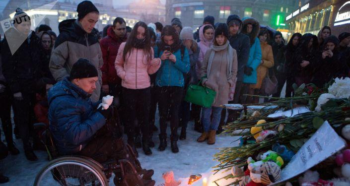 مدن روسيا تتضامن مع أهالي ضحايا حادث الحريق المروع مدينة كيميروفو، 27-28 مارس/ آذار 2018