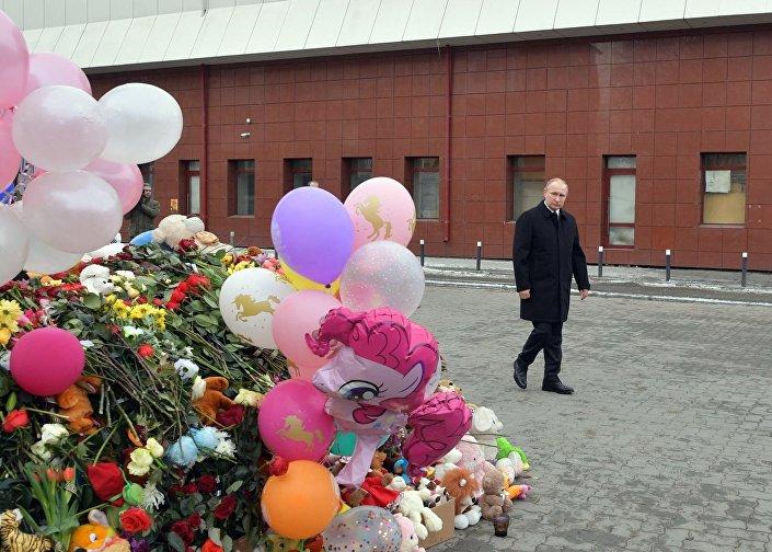 الرئيس الروسي فلاديمير بوتين يرتدي معطفا أسود