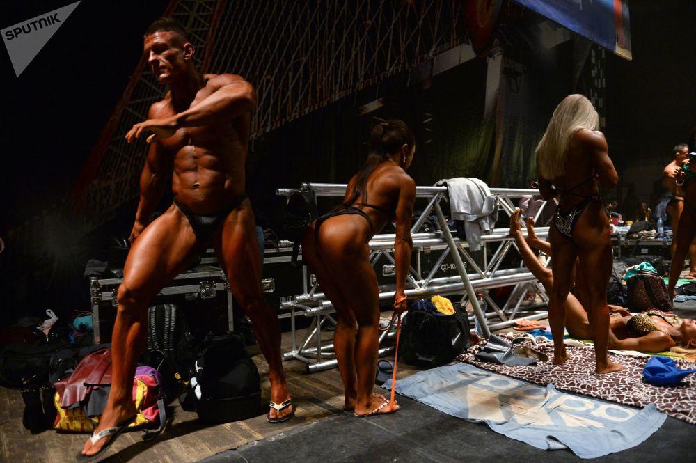 المشاركون في بطولة سيبيريا لكمال الأجسام واللياقة البدية في نوفوسيبيرسك