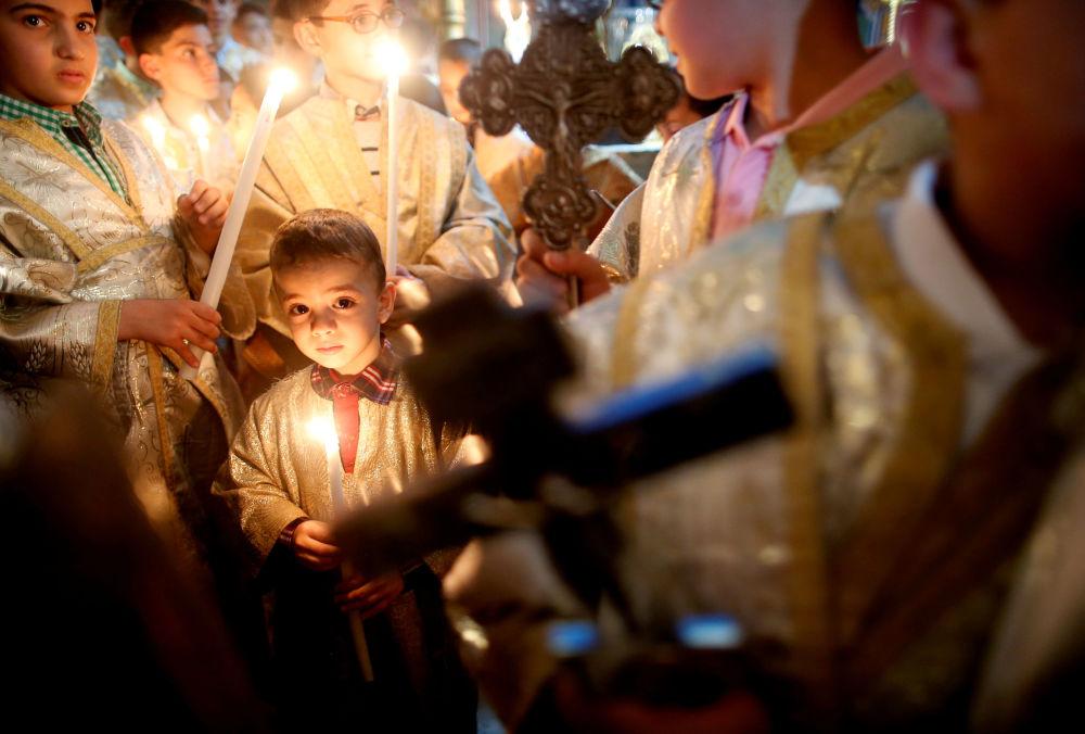 الأطفال الفلسطينيون يحتفلون بعيد الفصح في كنيسة القديس بورفيريوس بمدينة غزة، قطاع غزة، فلسطين 1 أبريل/ نيسان 2018