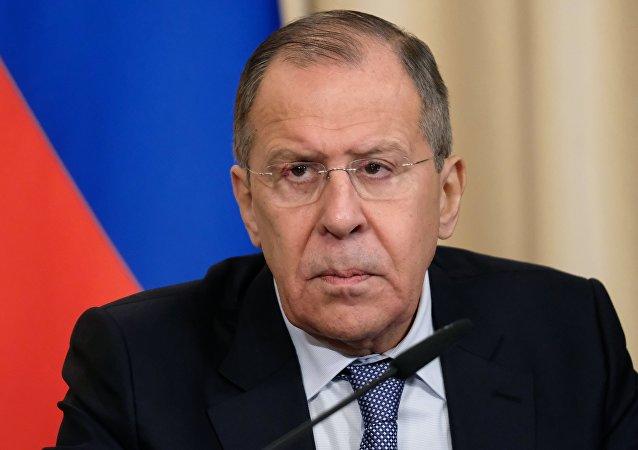 وزير الخارجية الروسي سيرغي لافروف خلال مؤتمر صحفي اليوم الاثنين 9 نيسان/أبريل عام 2018
