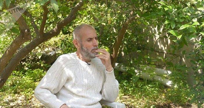عقيد سوري خارج من سجون دوما