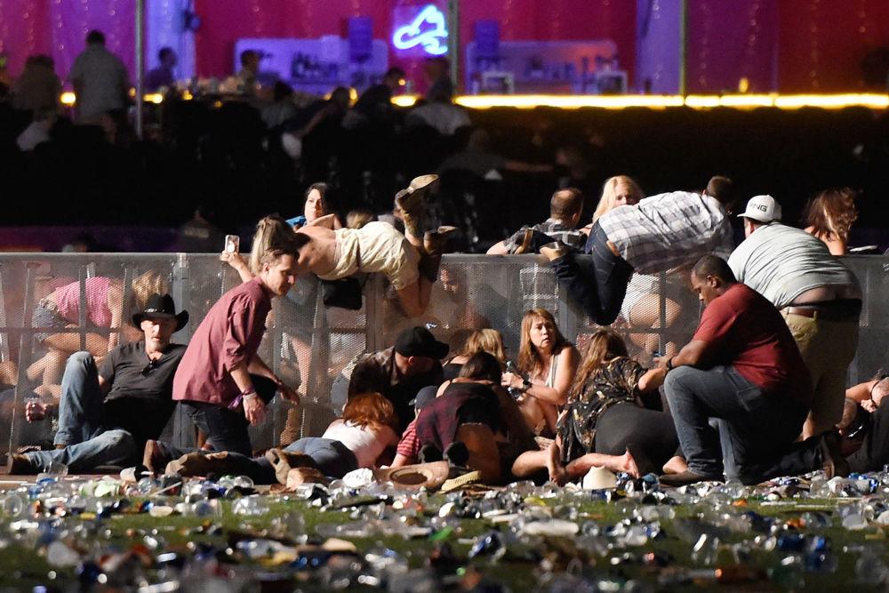 مسابقة صور الصحافة العالمية لعام 2018 - صورة بعنوان مجزرة في لاس فيغاس للمصور دافيد بيكير من الولايات المتحدة، الفائزة بالمرتبة الأولى في فئة أخبار الحدث