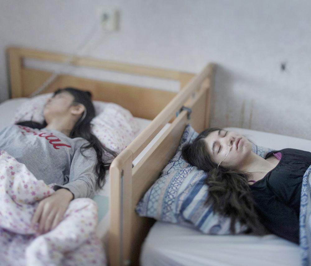 مسابقة صور الصحافة العالمية لعام 2018 - صورة بعنوان متلازمة الاستقالة للمصور ماغنوس وينمان من السويد، الفائزة بالمرتبة الأولى في فئة الأشخاص