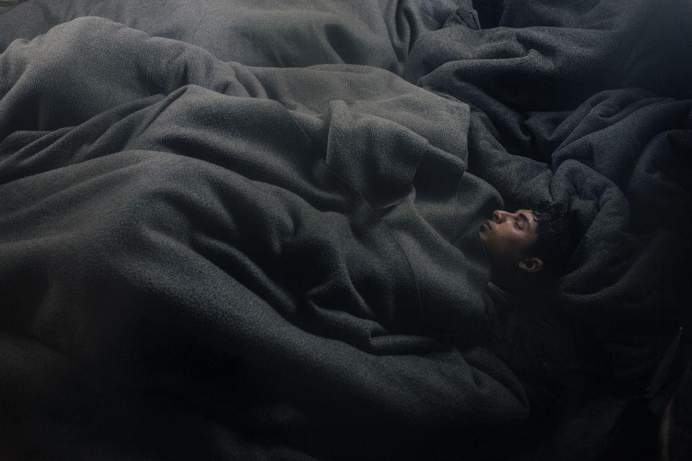 مسابقة صور الصحافة  العالمية لعام 2018 - صورة بعنوان الأحياء في ليمبو للمصور فرانتشيسكو بيستيلي من إيطاليا، الفائزة بالمرتبة الثالثةفي فئة التصوير أخبار عامة