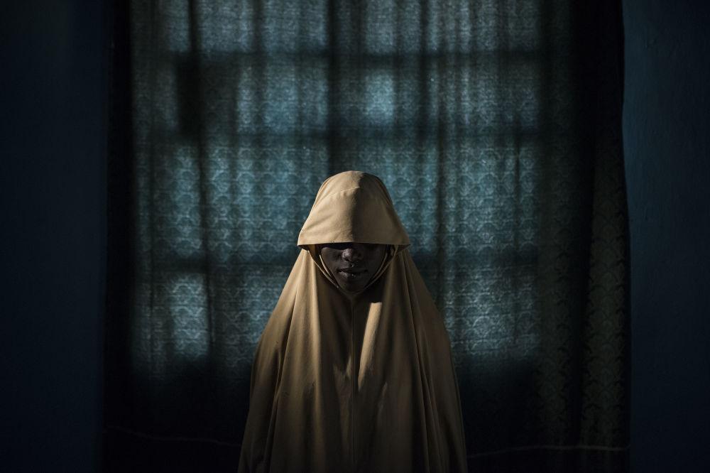 مسابقة صورة الصحافة العالمية لعام 2018 - صورة بعنوان بوكو حرام وحزام الانتحاري للمصور آدم فيرغوسن، الفائزة بالمرتبة الأولى في فئة التصوير أشخاص