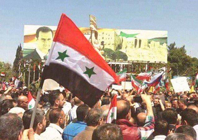 السوريون يحتفلون بالانتصار بعد الضربة الأمريكية