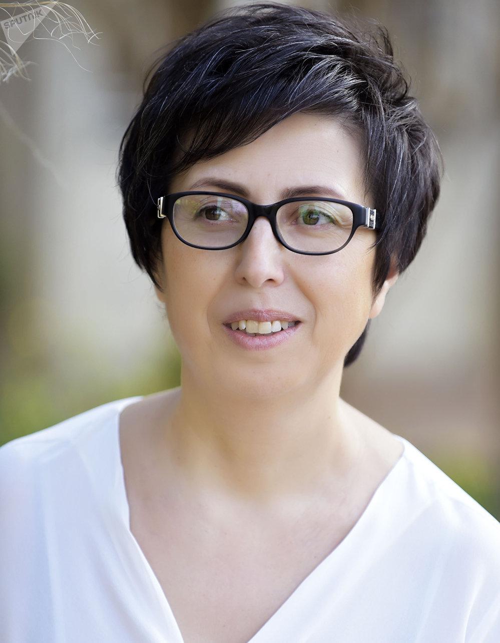 سهام انطون مرشحة الحزب الشيوعي اللبناني في دائرة بعلبك الهرمل