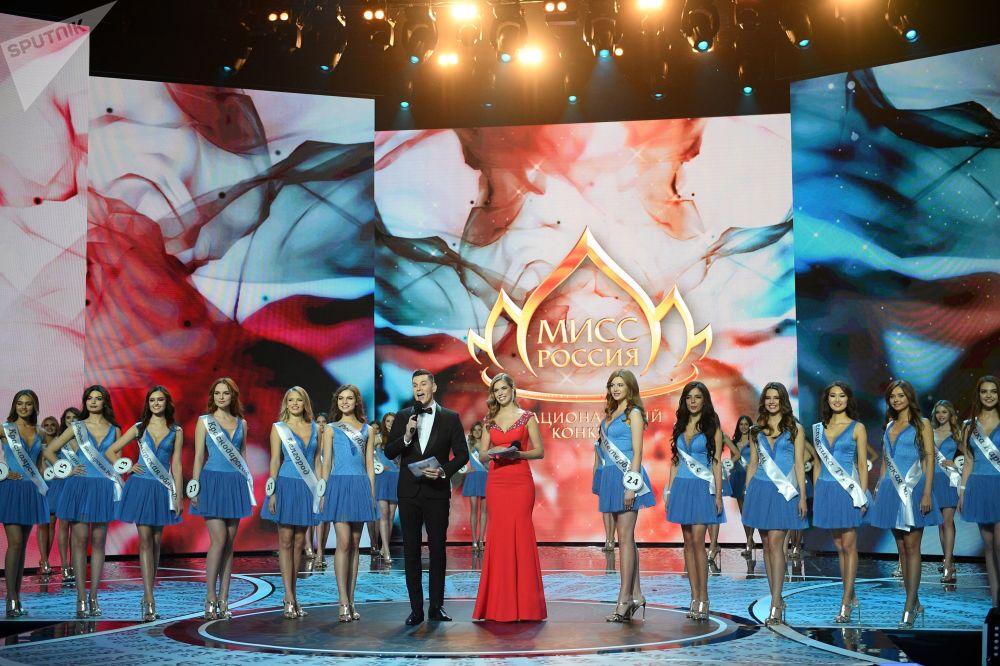 أداء المتسابقات في مسابقة ملكة جمال روسيا 2018 في قاعة الحفلات الموسيقية بارفيخا