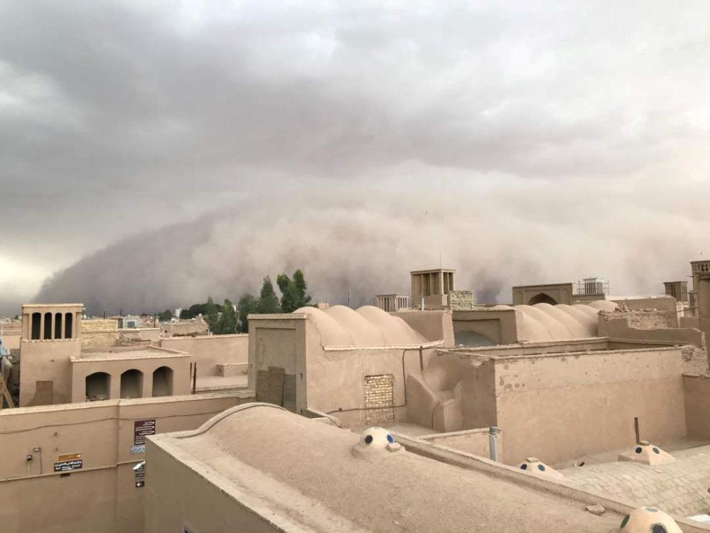 عاصفة رملية تجتاح مدينة يزد بإيران في 16 أبريل/نيسان 2018