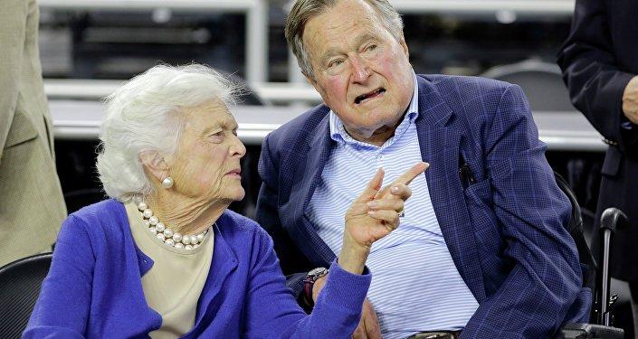 بوش الأب وزوجته