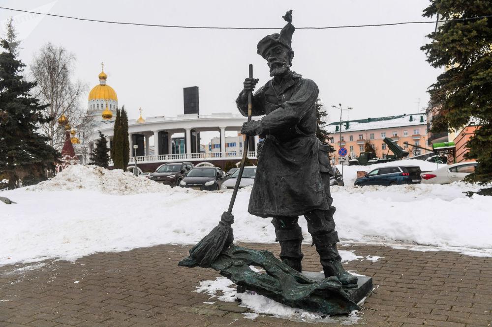 نصب تذكاري لعامل النظافة في متنزه بوشكين