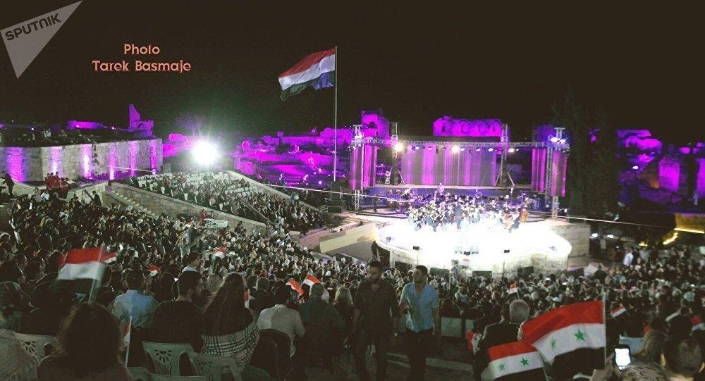 احتفالية وطنية ضخمة على مسرح قلعة حلب