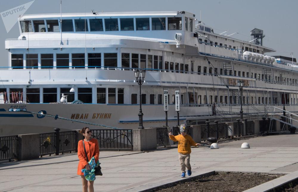 سفينة سياحية إيفان بونين في مدينة روستوف على الدون