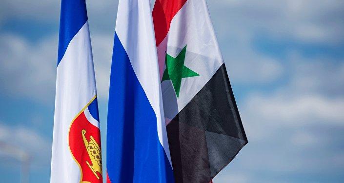 العلم الروسي و السوري