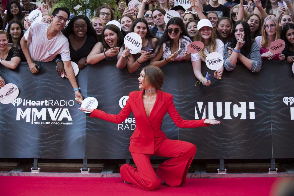 عارضة الأزياء جيجي حديد خلال حفل لتوزيع الجوائز الموسيقية iHeartRADIO MuchMusic Video Awards في تورونتو، كندا  19 يونيو/ حزيران 2016