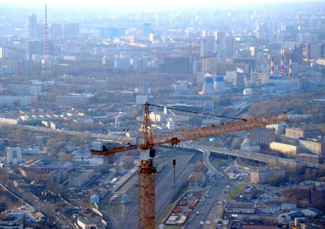 مشهد للعاصمة من أعلى منصة عرض في أوروبا، والتي تقع على الطابق 89 من برج فيديراتسيا-فوستوك في المجمع الاقتصادي موسكو-سيتي في موسكو