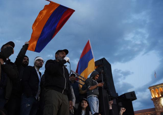 زعيم المعارضة الأرمينية، نيكولا باشنيان في يريفان، أرمينيا 23 أبريل/ نيسان 2018