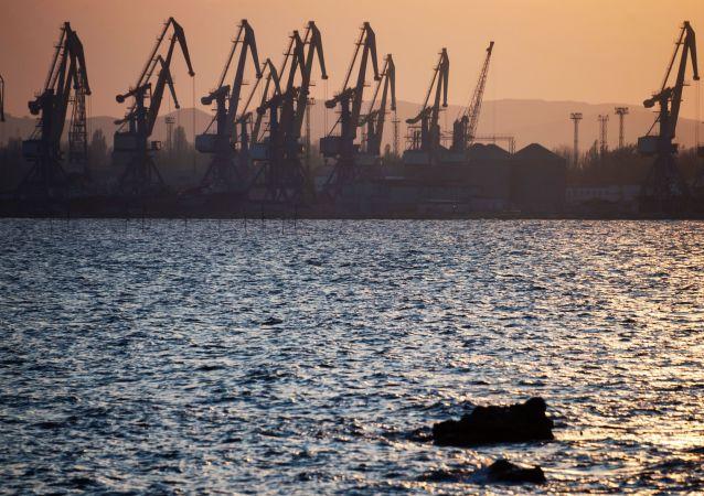 القرم، روسيا - ميناء مدينة كيرتش