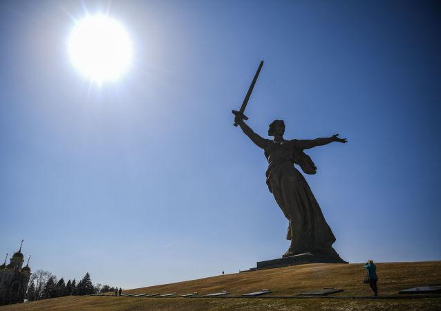 تمثال تمثال الوطن الأم ينادي في المجمع التاريخي لـأبطال معركة ستالينغراد