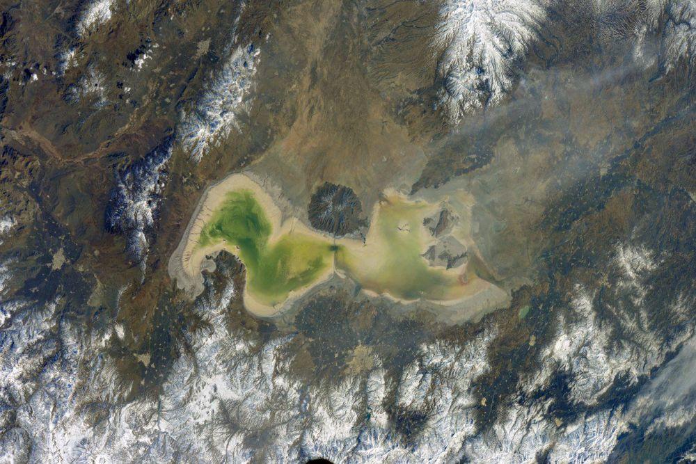 صورة لبحيرة أرومية في إيران التقطها رائد فضاء الروسي أنطون شكابليروف من محطة الفضاء الدولية
